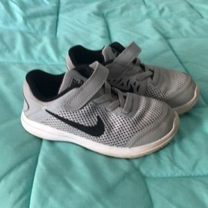 Nike boys size 10 shoes
